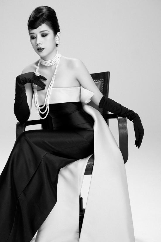 Dương Yến Nhung chia sẻ: Nhung là một người rất yêu vẻ đẹp cổ điển và quý phái, từ khi nhìn được những bức ảnh của Audrey Hepburn thì ngay lập tức bị say đắm trước nhan sắc và thần thái của Audrey Hepburn, đúng như câu nói của mọi người minh tinh Audrey Hepburn, người được mệnh danh Mỹ nhân của mọi thời đại.