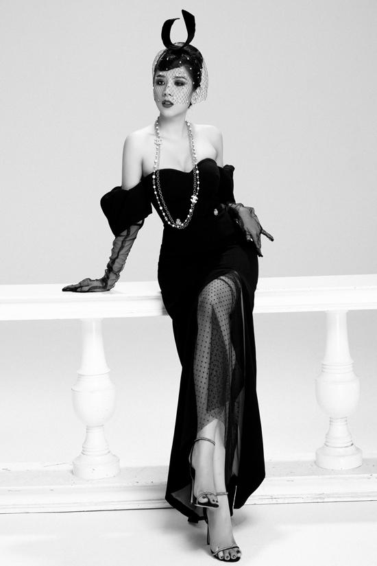 Từng bức ảnh  được cô thổi vào đó những ước mơ, kháo khác vươn tới thành công giống như Audrey Hepburn. Đặc biệt, Dương Yến Nhung còn thức đêm đứng trước gương để tập luyện dáng chụp cho giống thần tượng của mình.