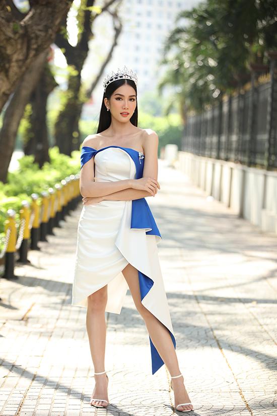 Cô được tuyển thẳng vào Đại học Ngoại thương Hà Nội và Đại học Bách Khoa TP HCM, đậu Đại học Ngoại thương TP HCM, nhận học bổng toàn phần 4 năm tại Đại học RMIT, hai bằng ngoại ngữ (IELTS 8.0, Delf C1 của tiếng Pháp).