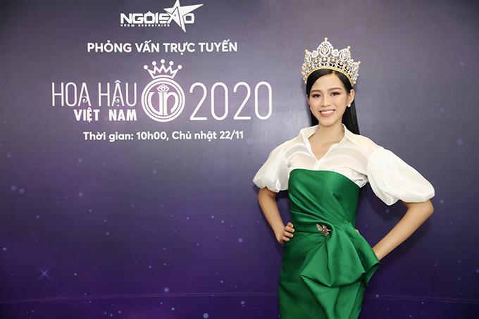 Đỗ Thị Hà nhận được rất nhiều câu hỏi từ độc giả của Ngoisao.net. Cô chia sẻ, hai ngày sau khi đăng quang, cô vẫn chưa tin được mình là Hoa hậu Việt Nam. Đỗ Thị Hà sinh năm 2001, là sinh viên trường Kinh tế Quốc dân Hà Nội. Cô sở hữu chiều cao 1,75 m và số đo ba vòng 80-60-90 cm.