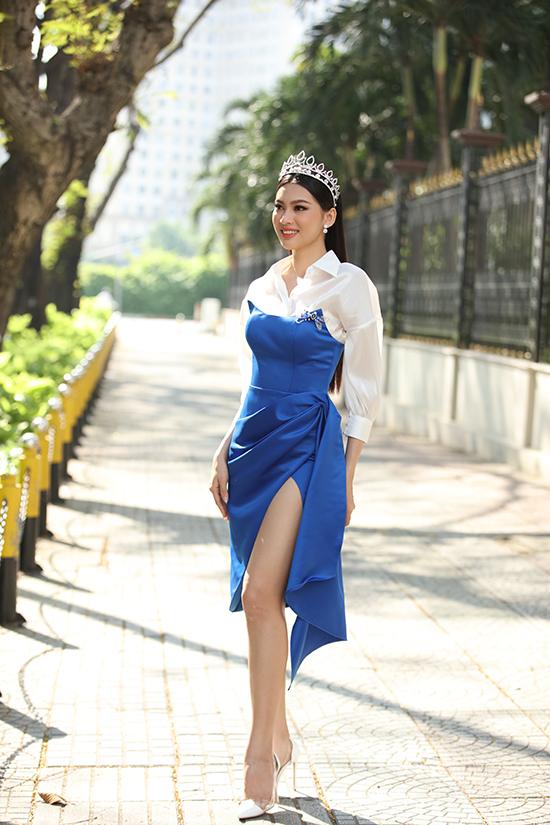 Trong số ba mỹ nhân, Á hậu 2 Nguyễn Lê Ngọc Thảo là người duy nhất có kinh nghiệm với showbiz. Cô từng làm mẫu, đóng quảng cáo và xuất hiện cùng ông bầu Vũ Khắc Tiệp.