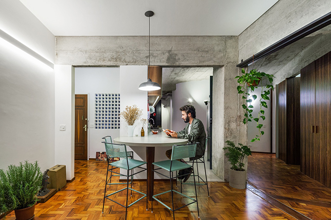 Căn hộ ở Brazil có diện tích 140 m2 được hoàn thiện bởi Estúdio Lava năm 2017.