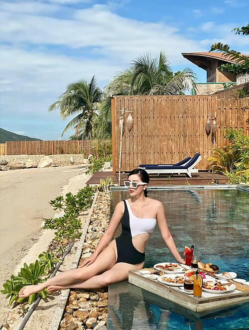 Ca sĩ Bảo Thy ăn sáng sang chảnh khi du lịch nghỉ dưỡng tại Nha Trang.