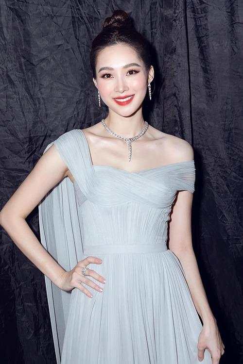 Hoa hậu Đặng Thu Thảo đẹp hút hồn khi dự sự kiện.