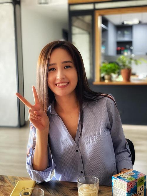Hoa hậu Mai Phương Thúy nhí nhảnh trong bức ảnh được Trà My idol đăng tải.