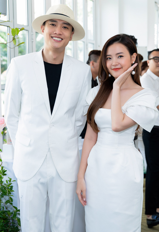 Diễn viên Quốc Trường lịch lãm với suit trắng.