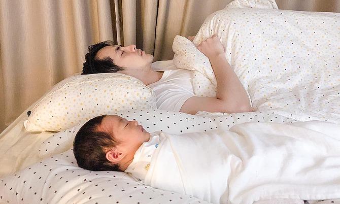Ảnh sao 23/11: Đông Nhi 'tan chảy' với hình ảnh của chồng con