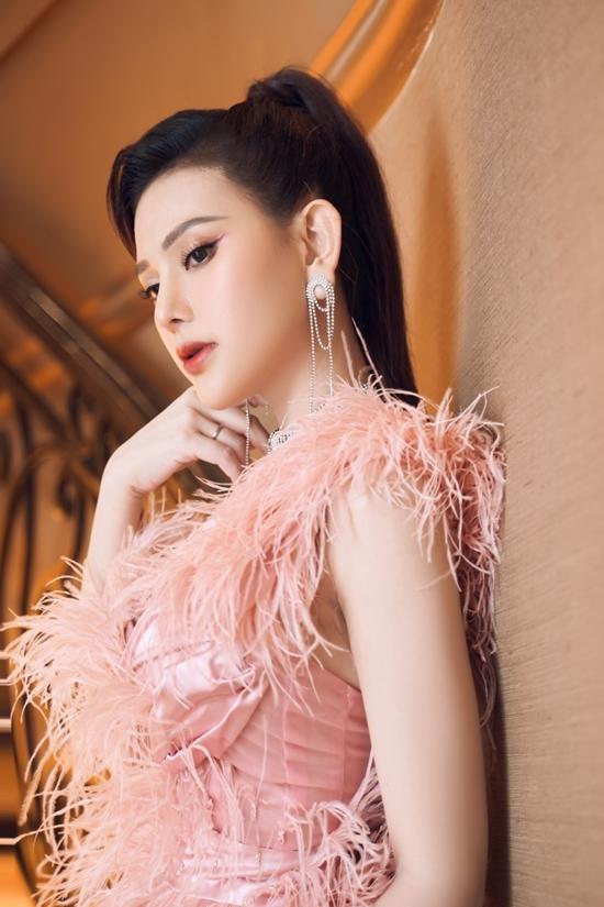 Thu Thủy biết ơn ông xã Kin Nguyễn và gia đình nội ngoại hỗ trợ để cô sớm trở lại công việc.