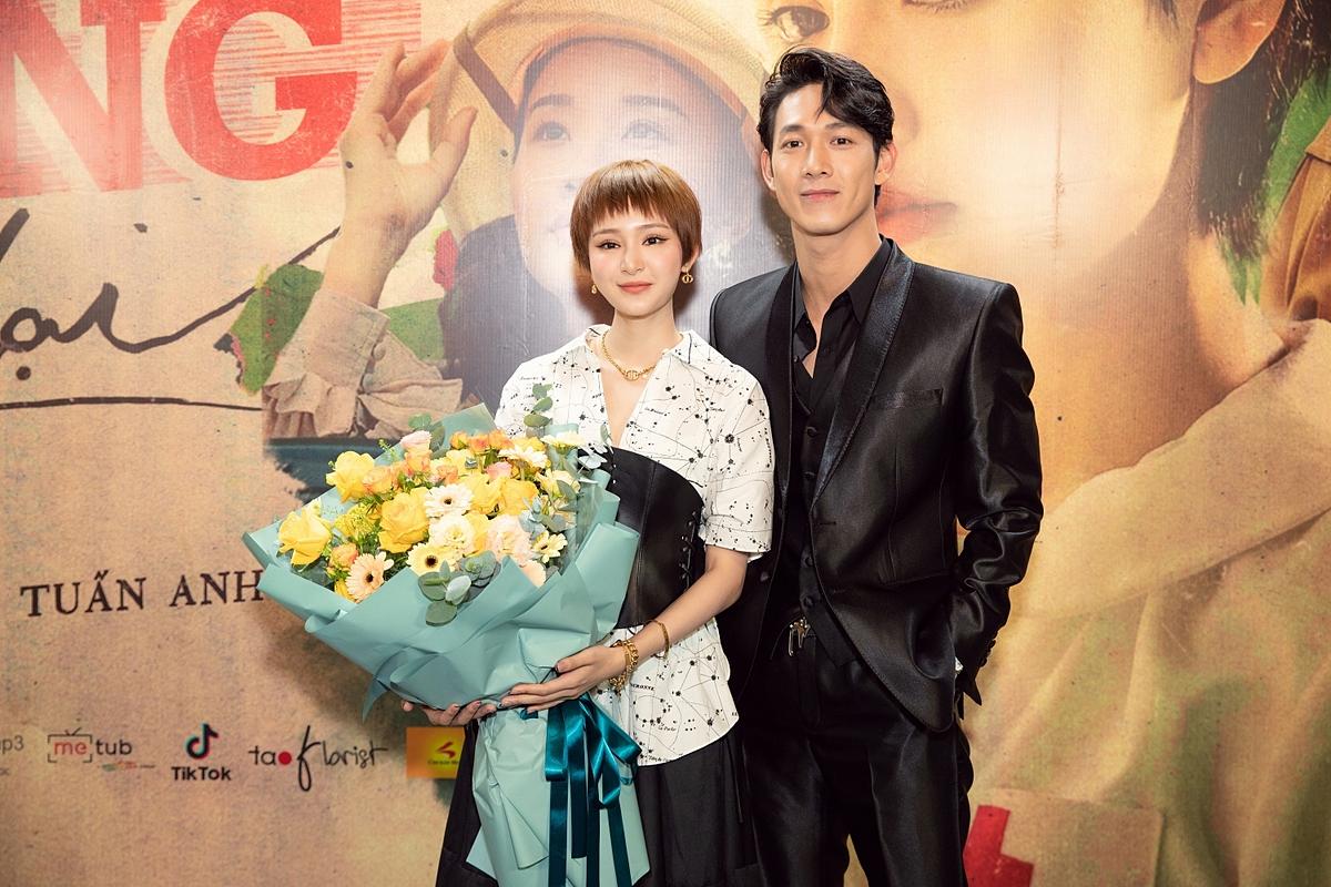 Song Luân nhận xét sản phẩm mới lần này giúp tên tuổi của Hiền Hồ thêm thăng hạng.