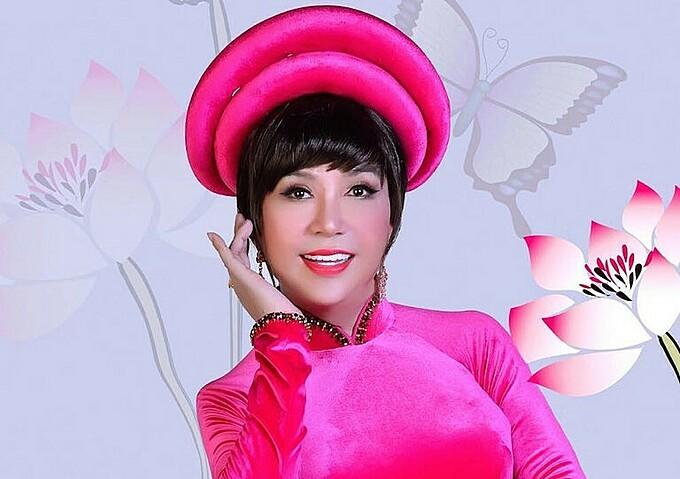 Những vai diễn giả gái đã làm nên thương hiệu của Long Nhật. Trong Chuyện Của Sao được phát sóng vào 20h10 thứ bảy ngày 28/11/2020 trên VTV9, Long Nhật sẽ bật mí phản ứng của ba mẹ vợ và các con sau những scandal về giới tính về anh.