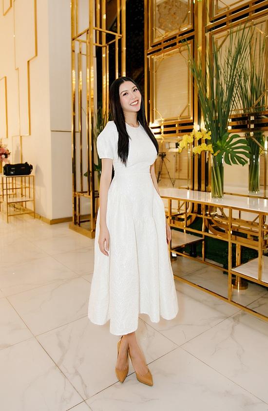 Á hậu Thúy Vân dự event sau một tháng sinh con - 6