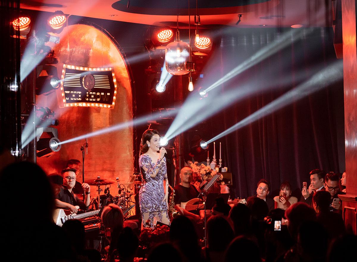 Trong chương trình lần này, những ca khúc gắn liền với tên tuổi của Thu Phương một lần nữa được cất lên với giọng hát sâu lắng cũng như từng trải hơn.