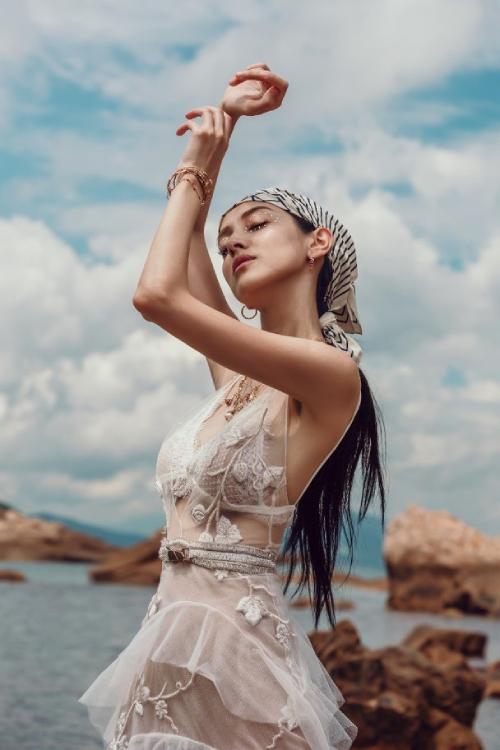 Trần Khải Lâm gầy như thời con gái, sắc vóc không một chút mỡ thừa.