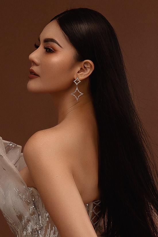 Á hậu Kim Nguyên khoe đường cong với váy xuyên thấu - 6