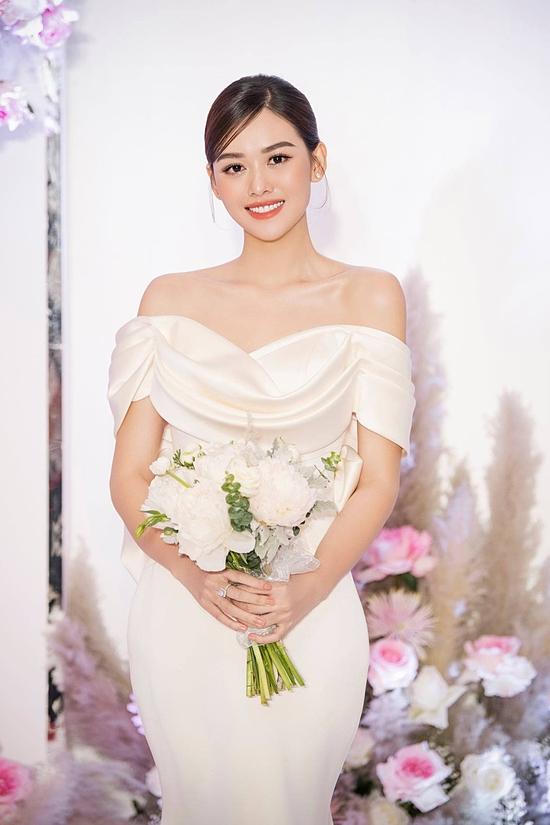 Á hậu chuẩn bị nhiều bộ váy cưới cho ngày trọng đại.