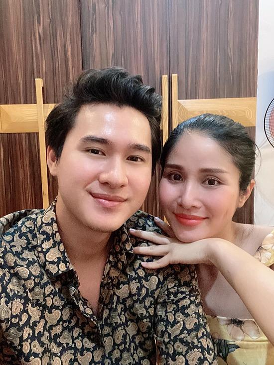 Thảo Trang cũng nói thêm vì hai vợ chồng làm cùng nghề diễn viên nên dễ dàng đồng cảm