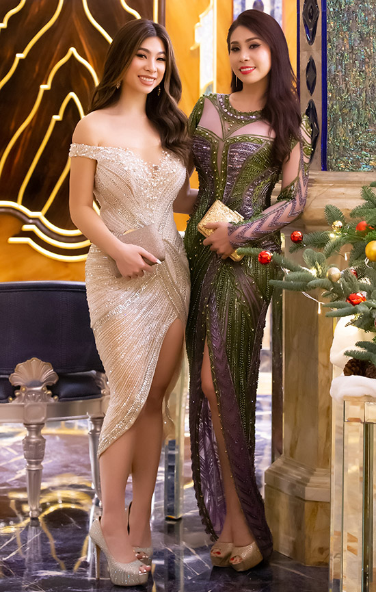 Diện váy dạ hội lộng lẫy của nhà thiết kế Hoàng Hải, Lý Hương tự tin khoe nhan sắc trẻ trung bên con gái. Cô vui khi nhiều người nhận xét hai mẹ con nhìn giống hai chị em.