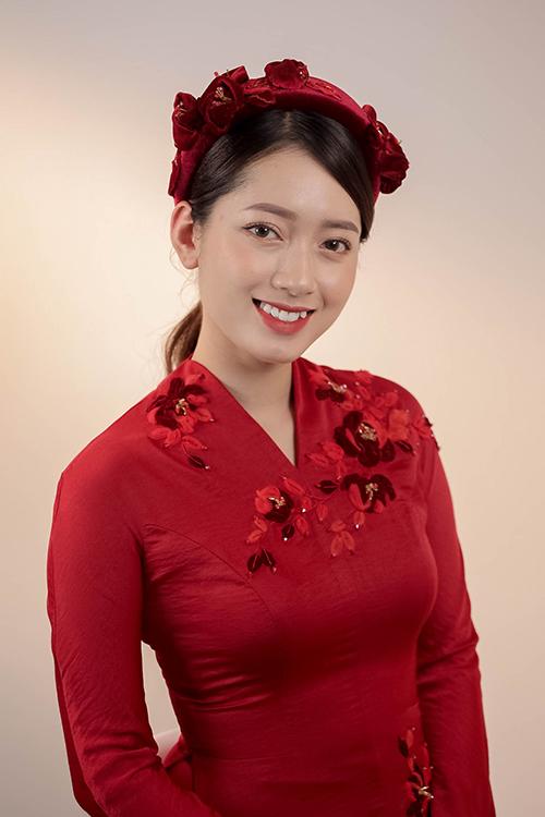 Mở đầu cho mùa cưới 2021, NTK Dương Nguyễn đã đem đến luồng gió lạ cho trang phục áo dài cưới vốn truyền thống. Chị mô tả các áo dài lần này là sự kết hợp giữa kỹ thuật truyền thống và phom dáng Tây Âu.