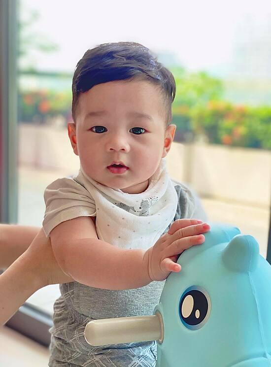 Con trai Đặng Thu Thảo giống hệt bà nội - 2