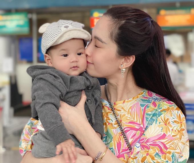 Con trai Đặng Thu Thảo giống hệt bà nội - 8