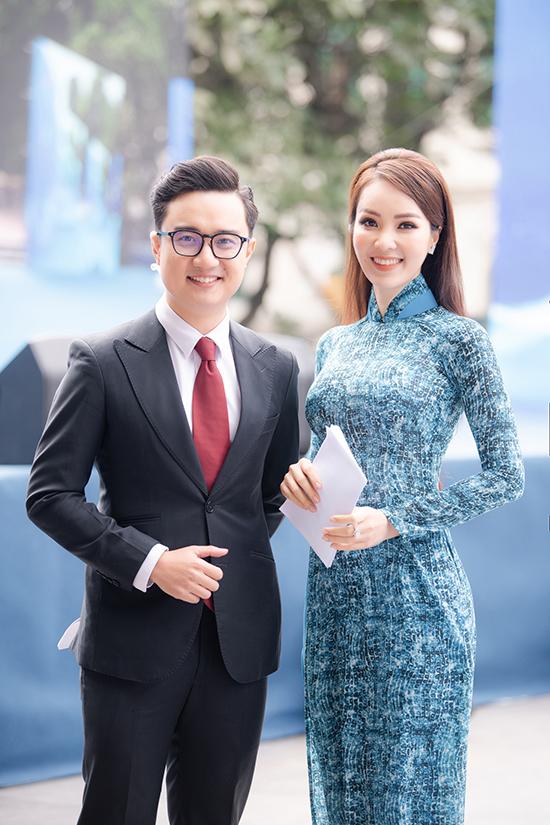 Không chỉ làm việc tại đài, Thuỵ Vân còn đắt show các chương trình bên ngoài. Hôm 5/12, cô và Sơn Lâm làm MC cho Ngày hội tình nguyện quốc gia và Lễ trao giải thưởng tình nguyện quốc gia 2020.
