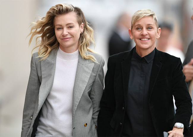Với khối tài sản gần 400 triệu USD, Ellen DeGeneres (phải) không ngại chi tiền để tậu một tổ ấm mới lộng lẫy sống cùng nữ diễn viên Portia de Rossi. MC lừng danh còn sở hữu một ngôi nhà nhỏ ở Montecito và biệt thự 42,5 triệu USD ở Beverly Hills chuẩn bị rao bán.