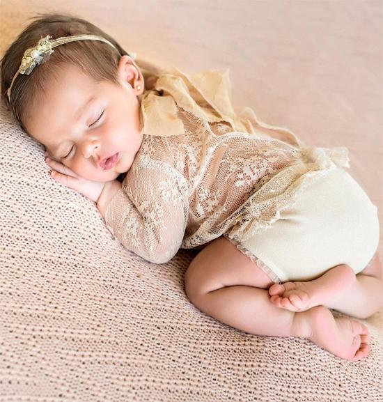 Những khoảnh khắc chụp riêng dễ thương của con gái Kaka thu hút hàng chục nghìn lượt thích.