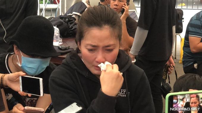 Ngọc Lan khóc nghẹn khi dự tang lễ nghệ sĩ Chí Tài.