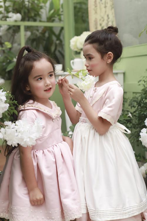 Xuất hiện trong bộ ảnh còn có sự góp mặt của em gái Michelle - một trong những mẫu nhí gây sức hút vì nét trong trẻo, đáng yêu của câu lạc bộ Pinkids.