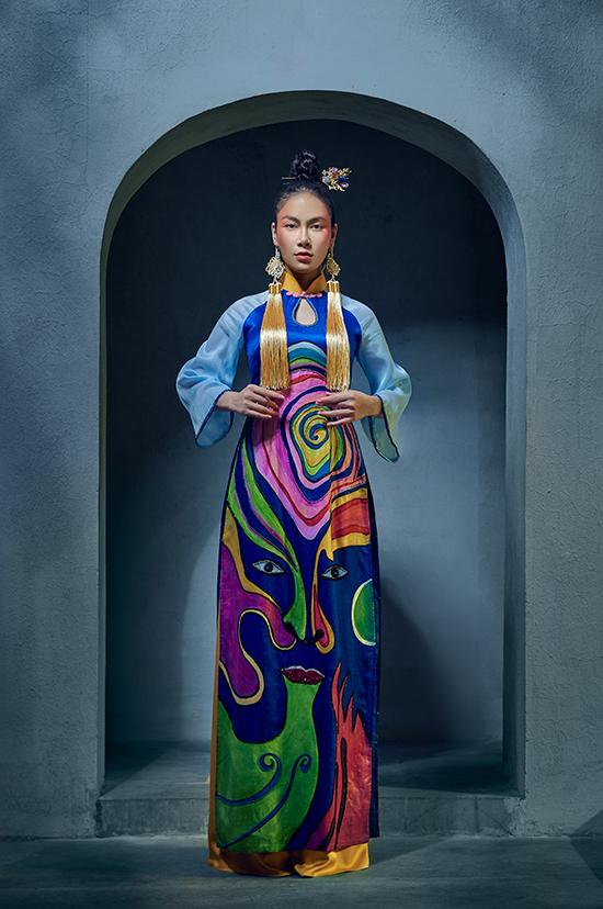 Bộ sưu tập lấy cảm hứng từ nghệ thuật tuồng với lịch sử hình thành và phát triển gần 400 năm. Có mối quan hệ thân thiết với Kenny Thái từ lúc tham gia Hoa hậu áo dài 2019 nên Tuyết Nga lập tức nhận lời khi được anh mời làm mẫu.