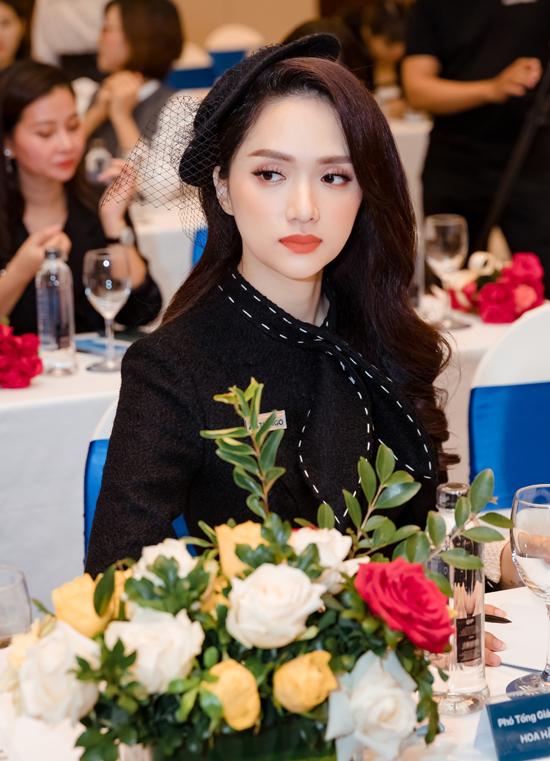 Thời gian qua Hoa hậu chuyển giới không tham gia các gameshow và ngưng mọi hoạt động nghệ thuật để tập trung làm kinh doanh, tìm lại cân bằng sau sóng gió. Cô mới tái xuất từ đầu tháng 12, tại Tuần lễ thời trang Quốc tế Việt Nam.