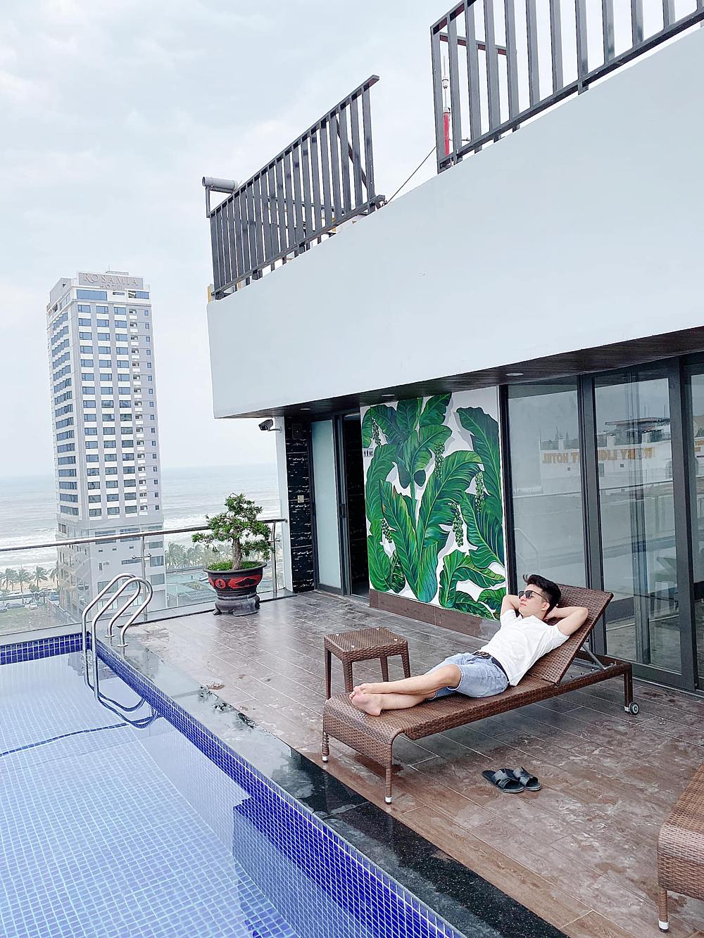 Minh Nhật luôn dành thời gian tập thể thao, bơi lội cũng như thư giãn để giữ gìn sức khỏe.