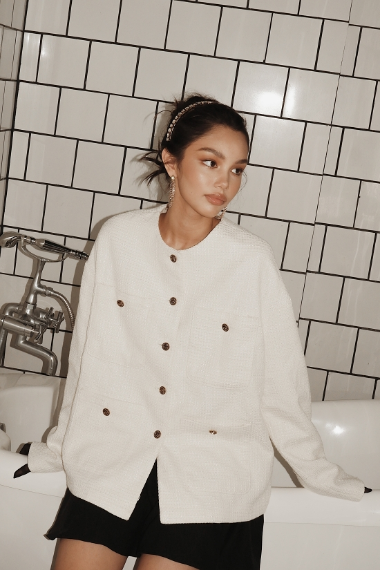 Alex được đánh giá là gương mặt sáng giá của làng thời trang Việt Nam trong vài năm tới. Bản thân cô bé cũng muốn gắn bó nghề người mẫu, đồng thời có thể lấn sân lĩnh vực diễn viên điện ảnh.