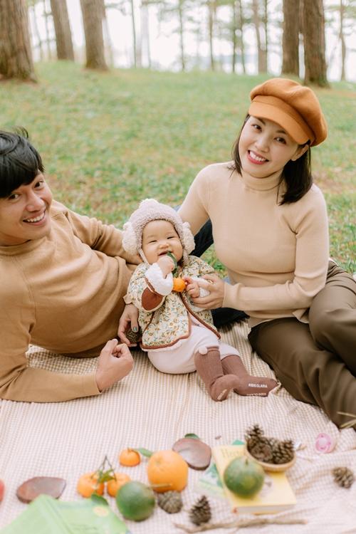 Linh Phi tâm sự thêm những chuyến đi thế này giúp cô cân bằng cảm xúc trong cuộc sống: Lần đầu làm mẹ, tôi có nhiều khó khăn và bỡ ngỡ. Nếu chỉ ở nhà chăm con thôi, tôi dễ stress lắm.