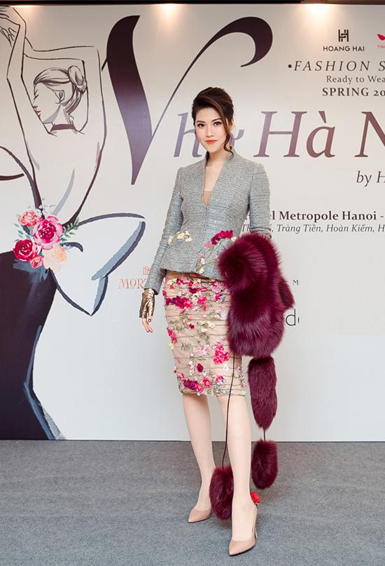Siêu mẫu Thu Hằng bay từ TP HCM ra Hà Nội tham dự chương trình. Cô đảm nhận vai trò MC cho show diễn Nhớ Hà Nội.