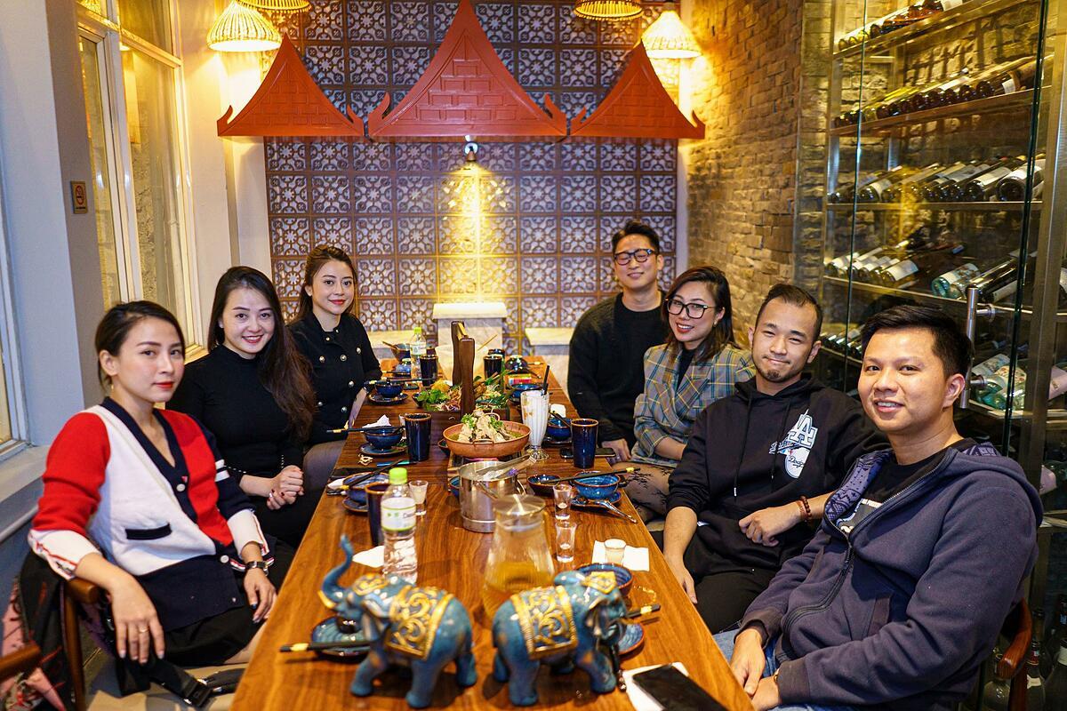 Không gian yên bình và cổ kính của Chiangmai trong nhà hàng.