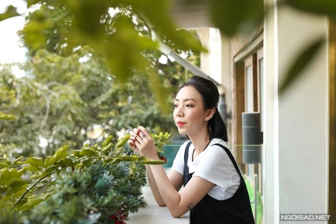 Tuy nhiên, Thu Trang thừa nhận đại dịch đánh thẳng vào túi tiền của vợ chồng cô. Do rạp phim đóng cửa, phim Chị Mười Ba: 3 ngày sinh tử do cô đóng chính và sản xuất bị lùi chiếu từ tháng 3 xuống tháng 12. Hoạt động quảng bá phải thực hiện lại từ đầu khiến chi phí truyền thông phát sinh gấp đôi.