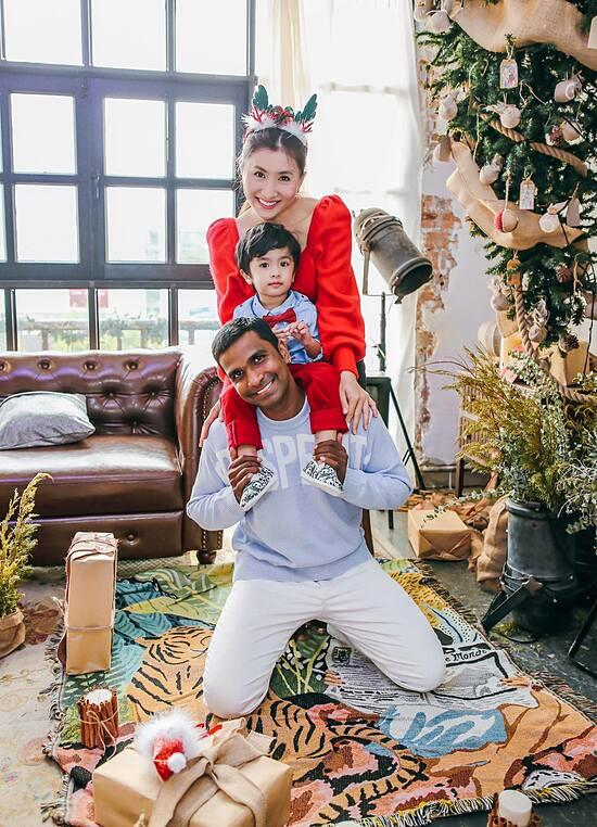 Nguyệt Ánh mong đón Giáng sinh an lành bên ông xã Ấn Độ và con trai.