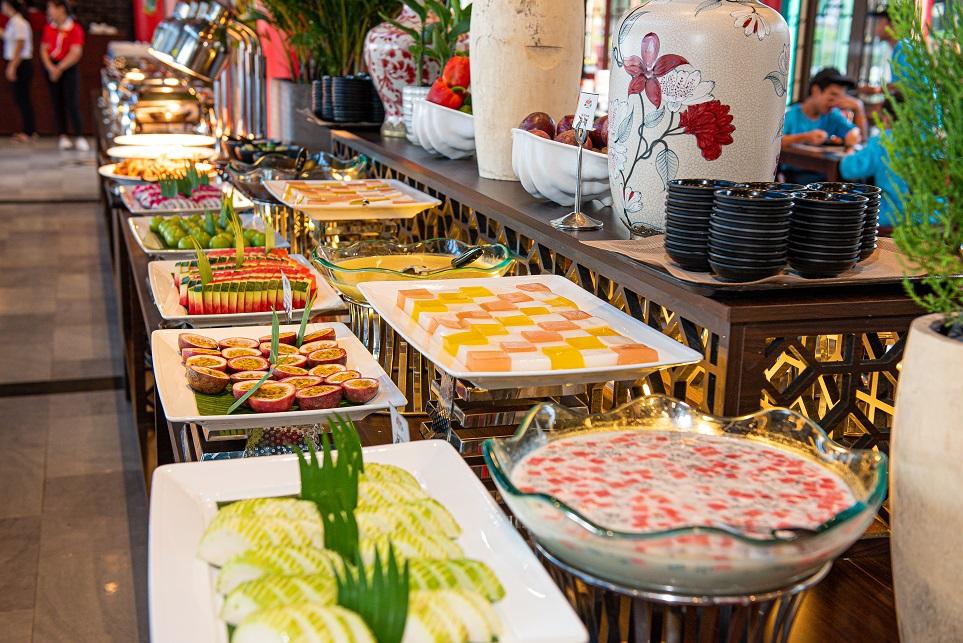 Du khách có cơ hội thưởng thức buffet với giá ưu đãi cùng ẩm thực đặc trưng của miền Trung.