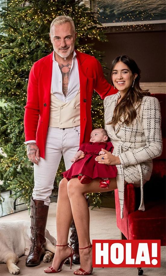 Bộ ảnh được chụp tại biệt thự của Gianluca ở Bologna, Italy trong không khí Giáng sinh. Cặp sao thổ lộ rằng thiên thần nhỏ là món quà Giáng sinh tuyệt vời nhất.