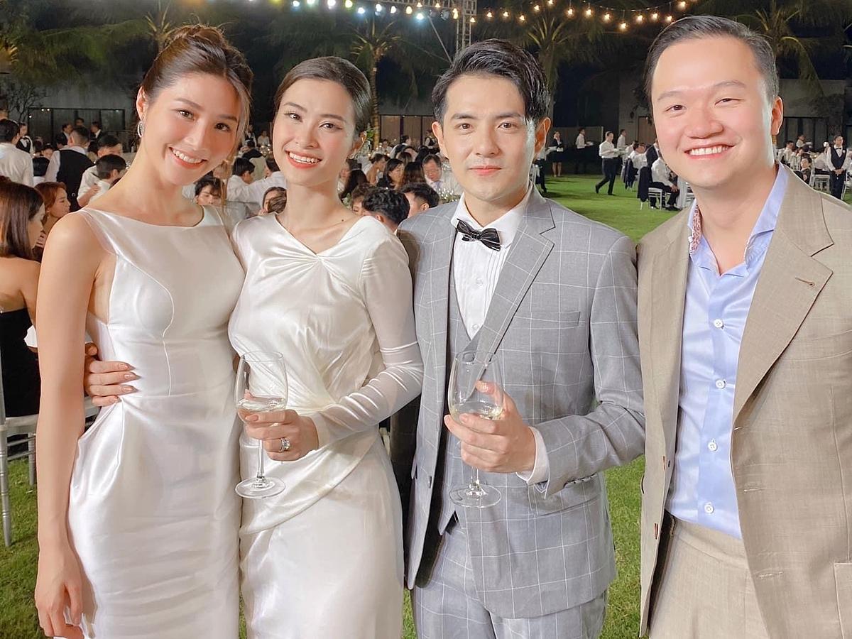 Tình cảm bền chặt nên Diễm My thoải mái hơn trong việc chia sẻ với công chúng. Cô cũng dẫn bạn trai tham dự nhiều sự kiện riêng tư, trong đó có đám cưới Đông Nhi - Ông Cao Thắng hồi tháng 11/2019.