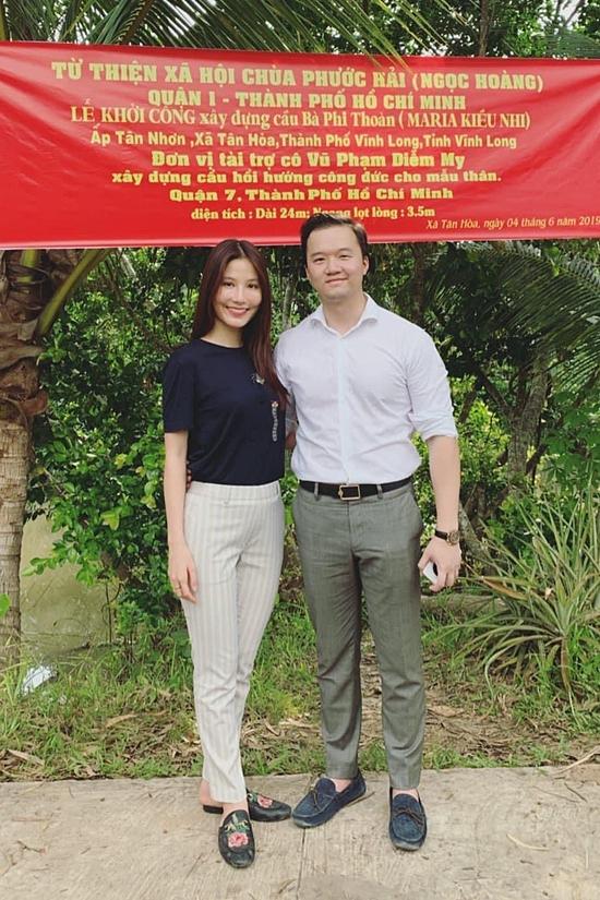 Cuối tháng 4/2019, Diễm My đối diện biến cố mẹ ruột đời. Lúc này, Vinh Nguyễn luôn bên cạnh túc trực, chăm sóc bạn gái vượt qua mất mát lớn. Anh còn đồng hành Diễm My thực hiện các dự án thiện nguyện, hồi hương công đức cho mẹ.