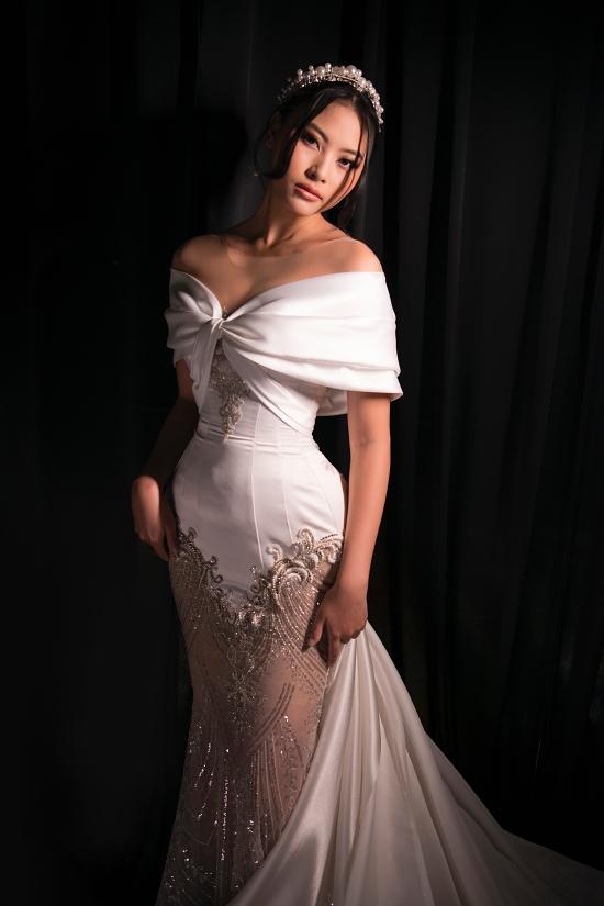 Top 5 Hoa hậu Hoàn vũ Việt Nam 2019 Đào Hà khoe vai trần gợi cảm.