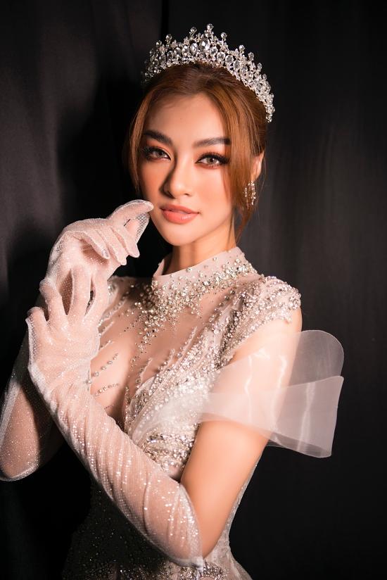 Á hậu Thế giới Việt Nam 2019 Kiều Loan là gương mặt mở màn bộ sưu tập.