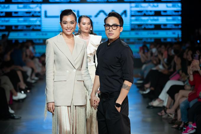 Á hậu Lệ Hằng (trái) và nhà thiết kế Lê Lâm (phải).