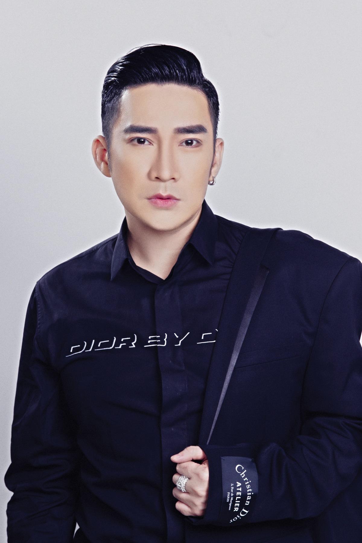 Quang Hà thấy vui và hồi hộp khi biểu diễn trong chương trình chào đón năm mới tại Sky Lounge
