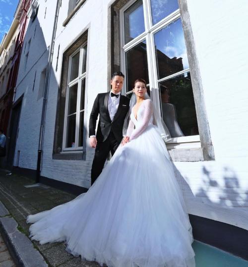 Hồ Hạnh Nhi và chồng, Philip Lee trong ảnh cưới 5 năm trước.