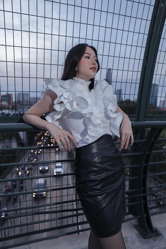 Hoa hậu Phương Khánh gợi ý váy áo dạo phố cuối năm - 4