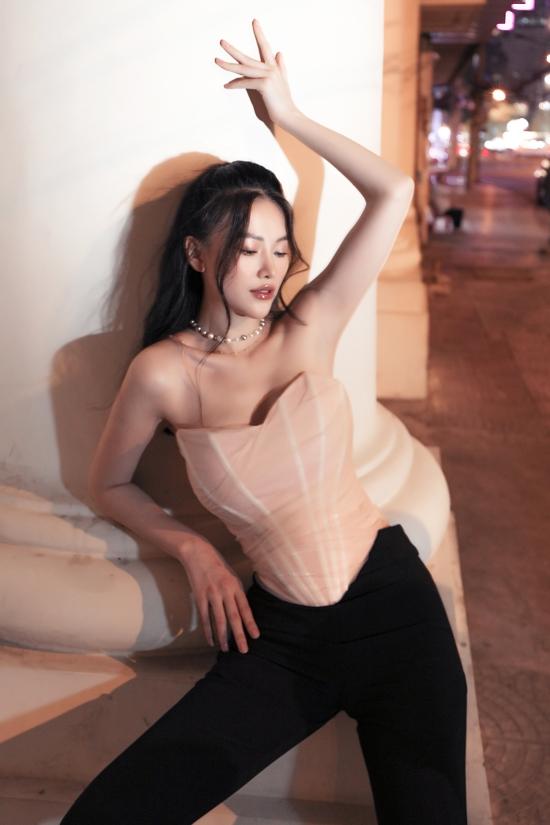 Hoa hậu Phương Khánh gợi ý váy áo dạo phố cuối năm - 12
