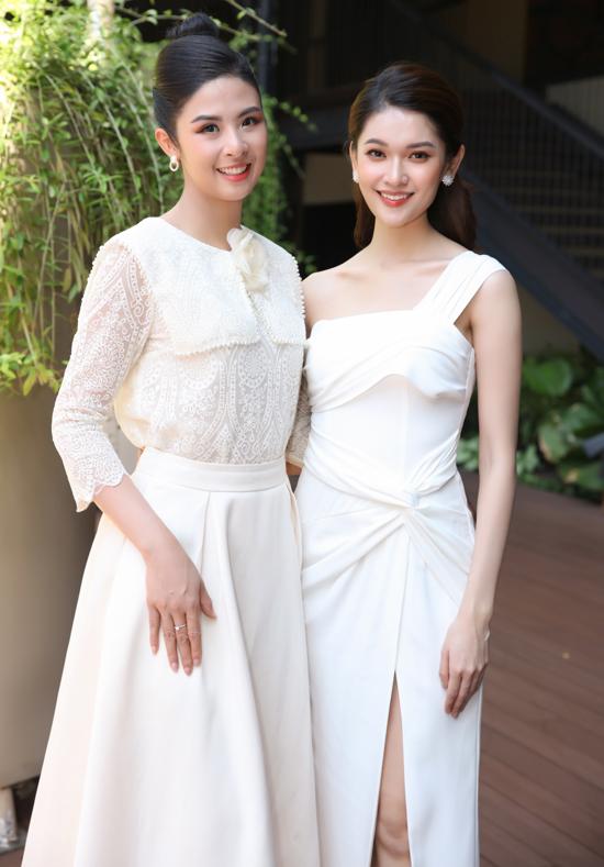 Ngọc Hân và Thùy Dung cùng diện váy trắng đọ nhan sắc trước ống kính.